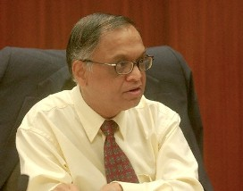 12 Aug 2007, New York City, New York State, USA --- N.R. Narayana Murthy founder of Infosys Technologies, a global IT consulting firm based in India, speaks during a meeting at the Goldman Sachs offices in New York City. --- Image by © Ramin Talaie/Corbis