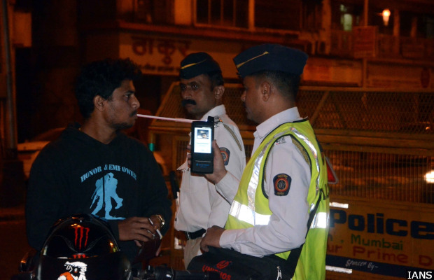 Mumbai: Traffic police carry out breathalyzer test on a driver in Mumbai to check  drunken driving on New Year's eve; Dec 31, 2016. (Photo: IANS)