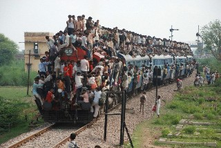 CROWDED-TRAINS-ARTICLE