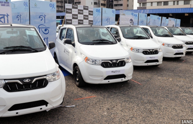 Kolkata: A fleet of Mahindra electric vehicles launched on Zoomcar in Kolkata, on June 13, 2018. (Photo: IANS)