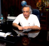 Shri Jairam Ramesh in his office after taking charge as  Minister of State (Independent Charge) of the Ministry of Environment and Forests, in New Delhi on May 29, 2009.