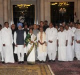 The President, Smt. Pratibha Devisingh Patil and the Vice President, Shri Mohd. Hamid Ansari with the Prime Minister Dr. Manmohan Singh, the Chairperson, UPA, Smt. Sonia Gandhi  and  the other members of Council of Ministers after the Swearing-in Ceremony, at Rashtrapati Bhavan, in New Delhi on May 22, 2009.