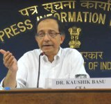 The Chief Economic Advisor, Ministry of Finance, Dr. Kaushik Basu interacting with the media regarding inflation related issues, in New Delhi on June 14, 2010. The Additional Director General (M&C), PIB, Ms. Ira Joshi is also seen.