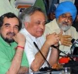 The Deputy Chairman, Planning Commission, Shri Montek Singh Ahluwalia and the Union Minister for Rural Development, Shri Jairam Ramesh at the joint press conference, in New Delhi on October 03, 2011.